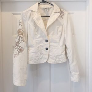 GUESS Classic Flower Cropped Denim Jacket White Floral embroidered S 4 5